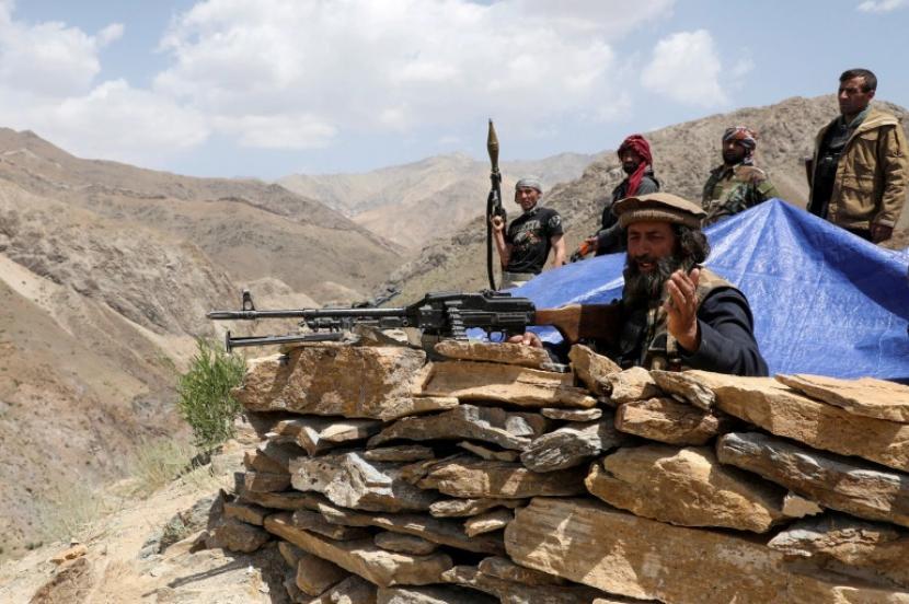 Pasukan Taliban bersiap untuk melakukan pertempuran di distrik Ghorband di provinsi Parwan, Afghanistan.