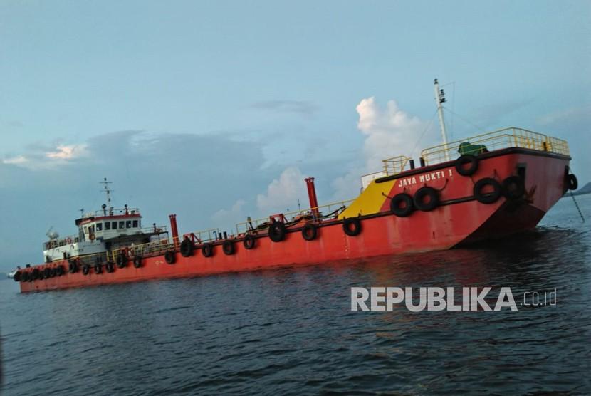 Ilustrasi kapal tanker pembawa Bahan Bakar Minyak (BBM).