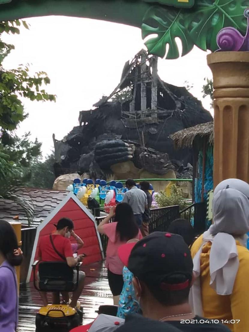 Patung di Batu Secret Zoo Kota Batu rusak terdampak gempa, Sabtu (10/4).