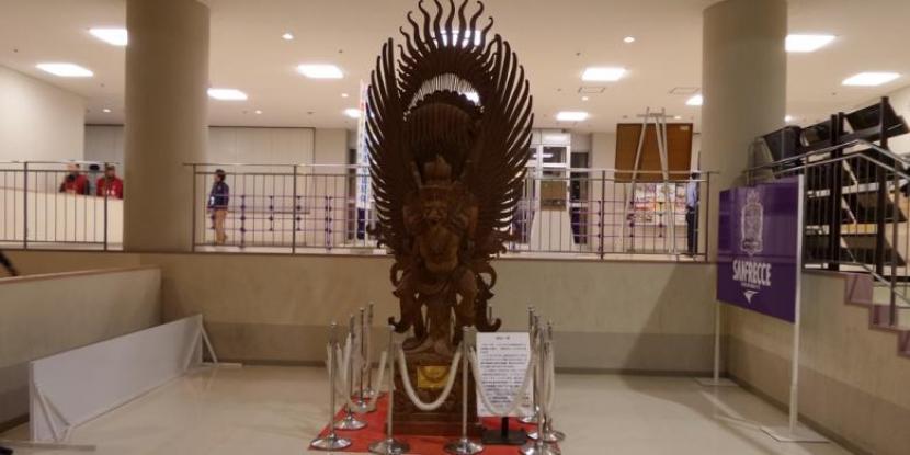 Patung Garuda ukiran Bali di kandang klub J1 League Sanfrecce Hiroshima