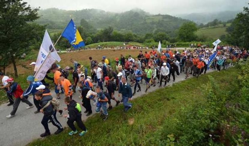 Pawai perdamaian memperingati 26 tahun tragedi genosida di Srebrenica Bosnia.