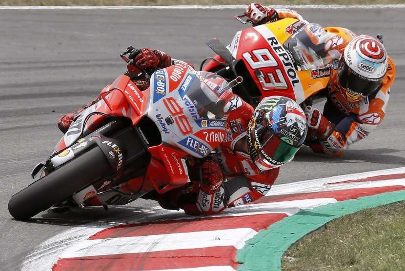 Pebalap Ducati, Corse Jorge Lorenzo (depan)