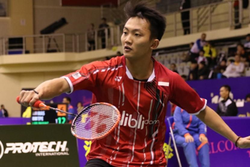 Pebulutangkis muda Indonesia, Ihsan Maulana Mustofa lolos ke babak semifinal turnamen Macau Open Grand Prix Gold 2015, Jumat (27/11).