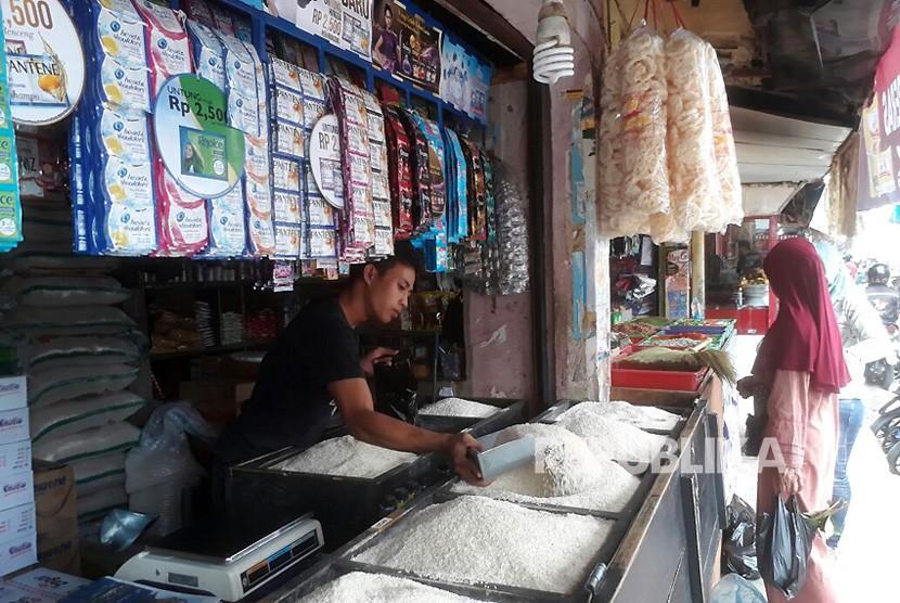 Pedagang beras di Pasar Soreang