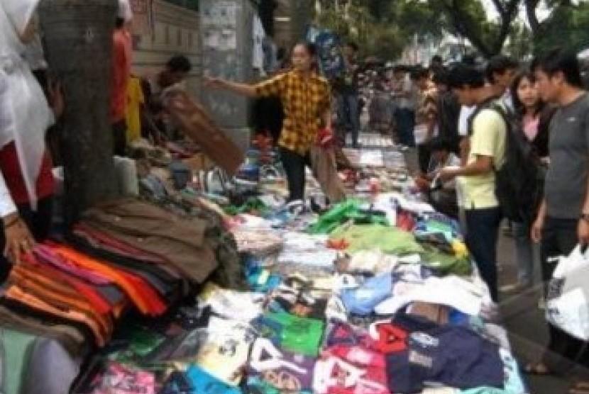 Pedagang pakaian mendapat omzet berkali lipat selama bulan Ramadhan. (ilustrasi)