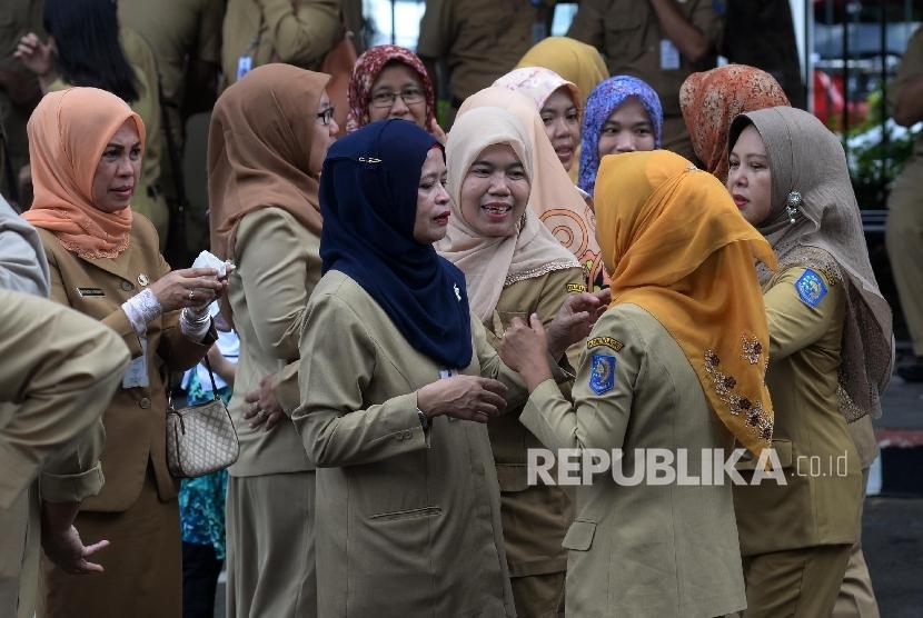 [ilustrasi] Aparatur Sipil Negara (ASN) mengikuti Halal Bihalal di halaman kantor Kemendagri, Jakarta, Senin (3/7).