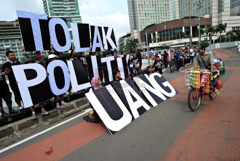 Pegiat Pemilu Bersih melakukan aksi kampanye