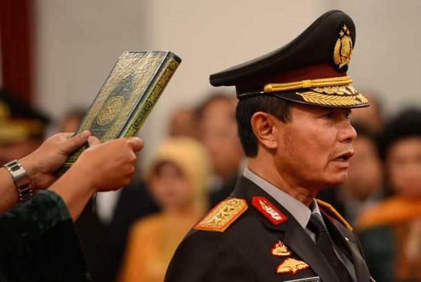 Pejabat baru Kapolri Komjen Pol Sutarman mengucapkan sumpah jabatan saat pelantikan di Istana Negara, Jakarta, Jumat (25/10).
