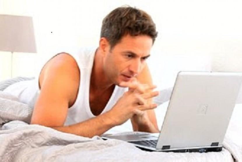 Karyawan Marah Ketika Terima Email Kerja di Luar Jam Kantor