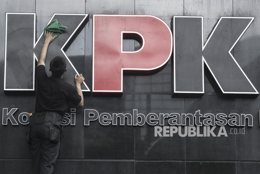 KPK Tahan Legal Manager Duta Palma Grup