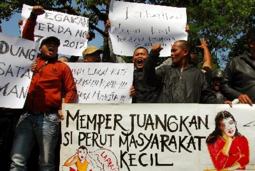 Demo pekerja (ilustrasi)