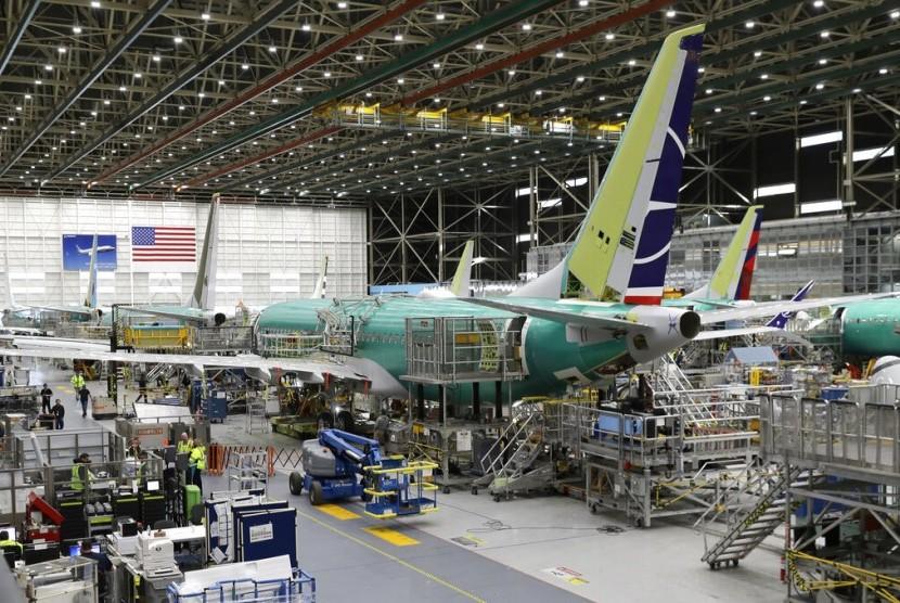 Pekerja merakit Boeing 737 MAX 8 di fasilitas perakitan pesawat di Washington, Amerika Serikat.