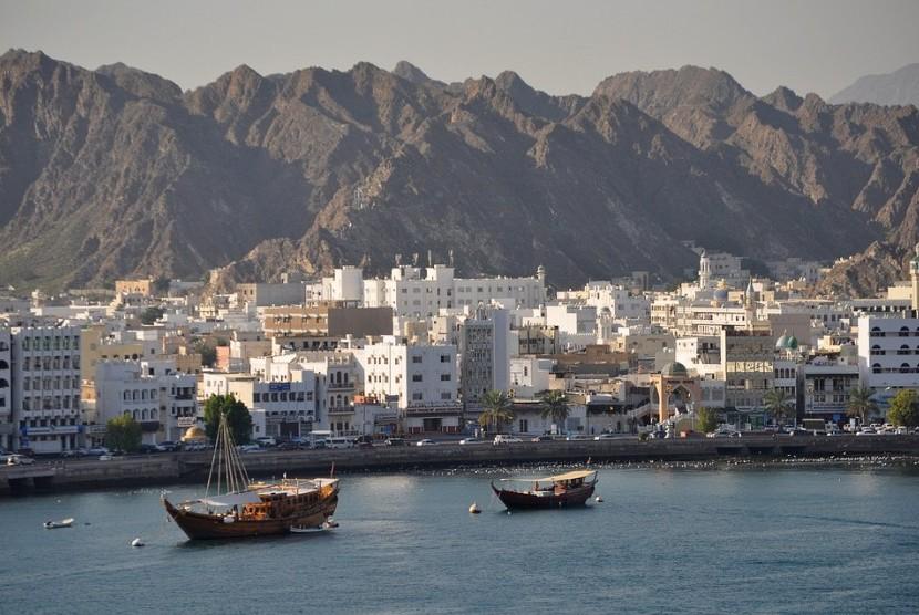 Pelabuhan di Kota Muscat, Oman.