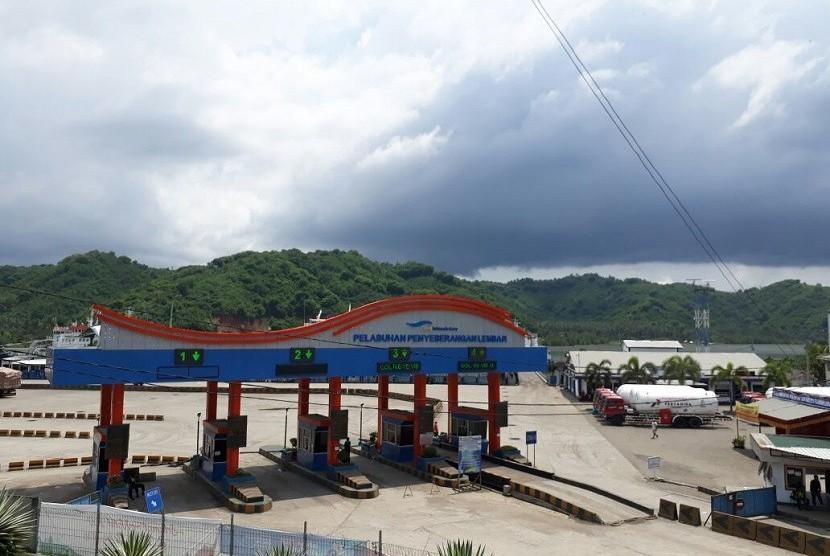 Pelabuhan Lembar di Kabupaten Lombok Barat, Nusa Tenggara Barat (NTB) tampak lengang pada awal tahun baru, Selasa (2/1).