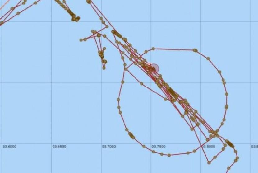 Pelacakan kapal pencari Seabed Constructor menunjukkan kapal ini berhenti beberapa kali selama upaya pencarian pesawat MH370.