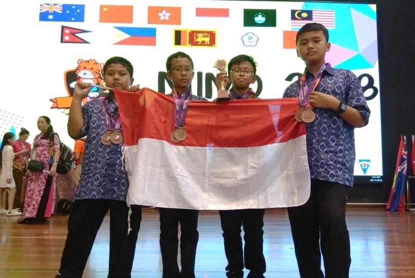 Pelajar Indonesia berhasil meraih 3 medali perunggu dan 2nd Runner Up di ajang Malaysia International Mathematics Olympiad di SJK(C) Lik Hung, Selangor, Malaysia.