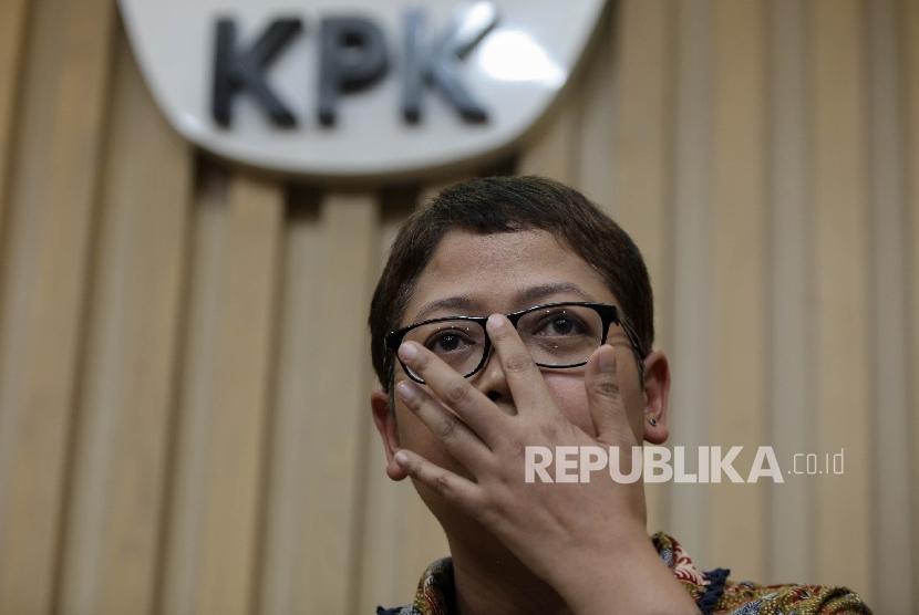 Pelaksana Harian Kepala Biro Humas KPK Yuyuk Andriati, menyampaikan penetapan tersangka baru saat konferensi pers di Gedung KPK, Jakarta, Jumat (30/9).