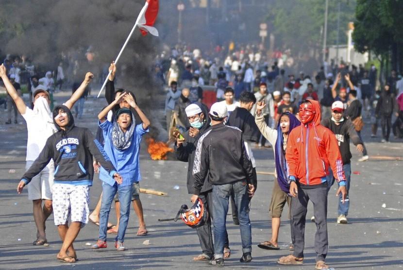 Pelaku unjuk rasa beraksi di Jakarta, Rabu (22/5).
