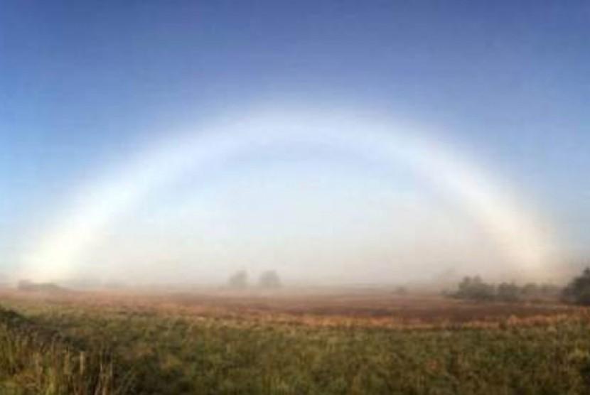 Pelangi kabut (Fogbow) di Skotlandia.