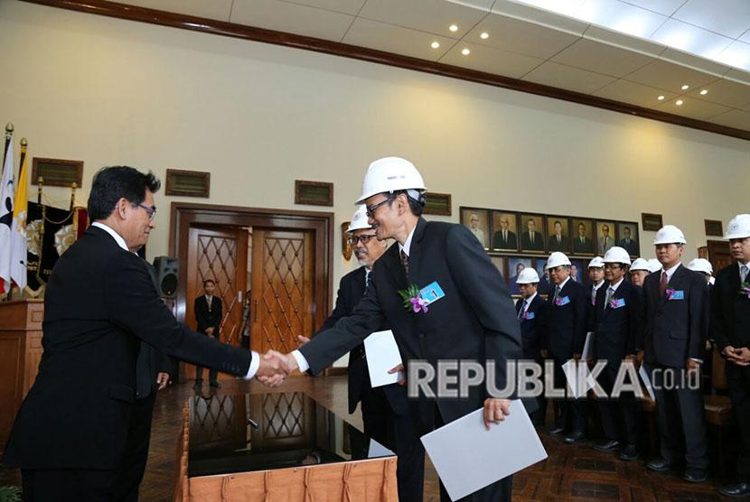 Rektor UGM Lantik 228 Insinyur Baru (ilustrasi).