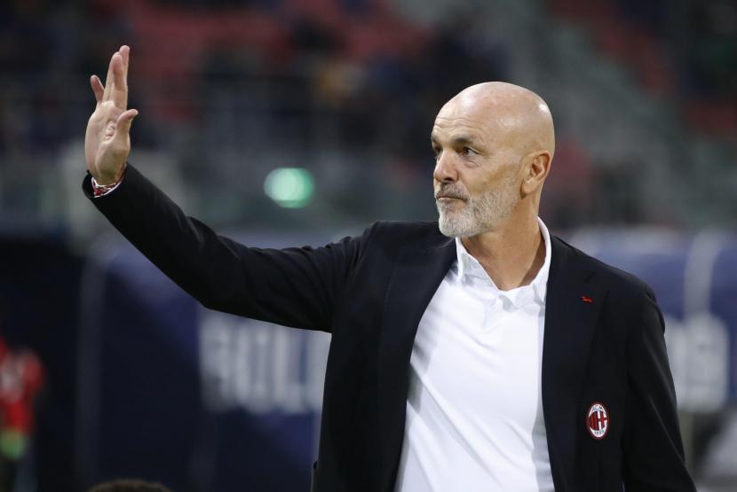 Pelatih AC Milan Stefano Pioli saat pertandingan melawan Bologna dalam lanjutan Serie A Liga Italia, Ahad (24/10) dini hari WIB.