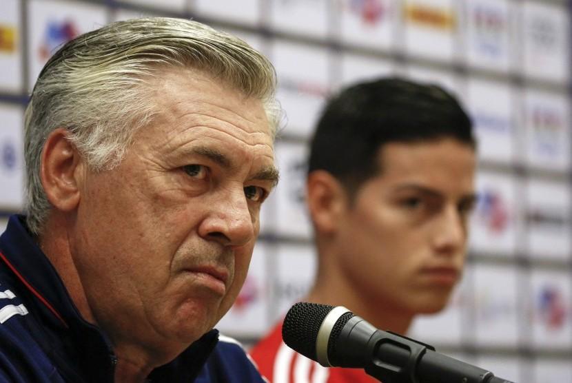 Carlo Ancelotti (kiri) dan James Rodriguez saat keduanya masih di Bayern Muenchen.