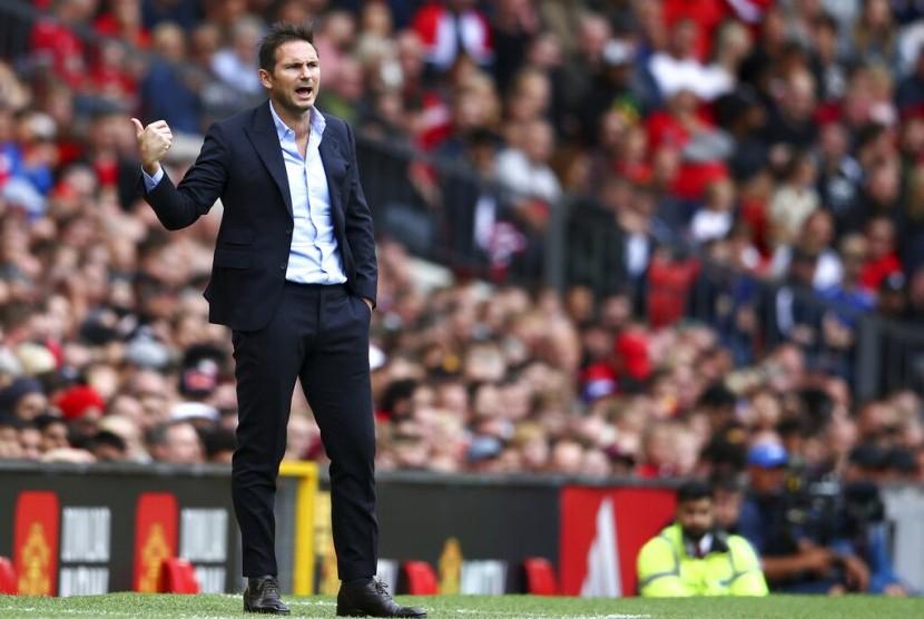 Pelatih Chelsea, Frank Lampard saat laga Liga Primer Inggris kontra Manchester United, di Old Trafford, Ahad (11/8).