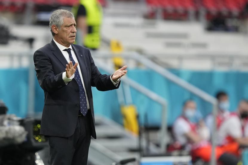 Pelatih kepala Portugal Fernando Santos