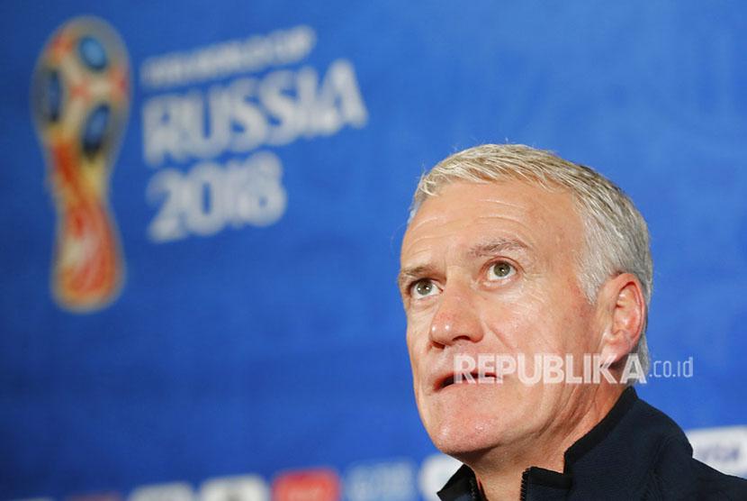 Pelatih Kepala Prancis Didier Deschamps terlihat pada saat konferensi pers resmi pada malam babak 16 melawan Argentina di Piala Dunia Sepak Bola 2018 di Kazan, Rusia, Jumat, 29 Juni 2018.