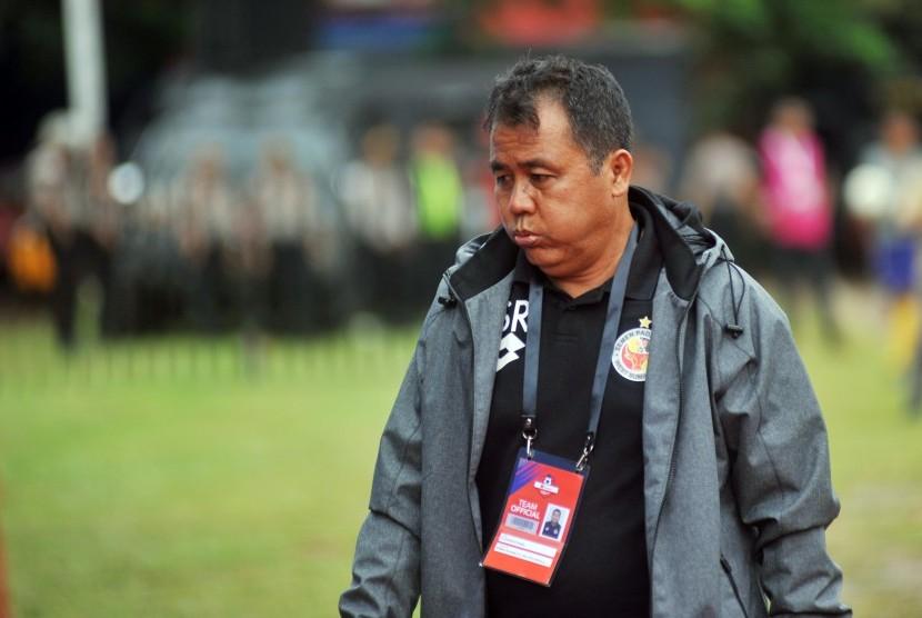 Syafrianto Rusli saat masih menjadi pelatih Semen Padang.