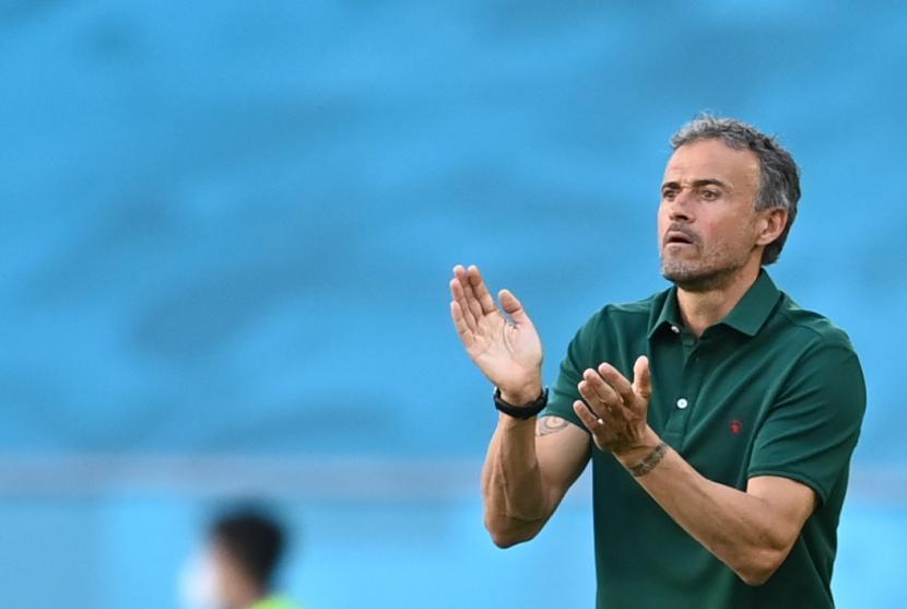 Pelatih kepala Spanyol Luis Enrique bereaksi selama pertandingan sepak bola babak penyisihan grup E UEFA EURO 2020 antara Slovakia dan Spanyol di Seville, Spanyol, 23 Juni 2021.