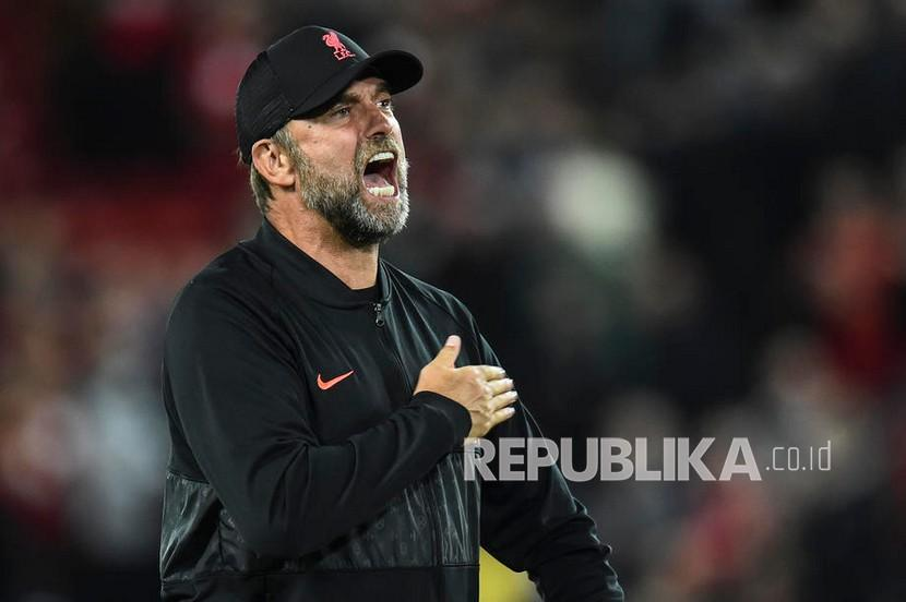 Pelatih Liverpool Juergen Klopp  bereaksi setelah pertandingan sepak bola grup B Liga Champions UEFA antara Liverpool FC dan AC Milan di Liverpool, Inggris, Kamis (16/9) dini hari WIB.