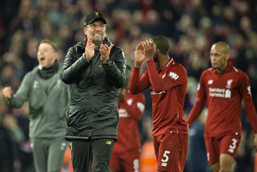 Pelatih Liverpool, Juergen Klopp merayakan kemenangan timnya pada suatu laga Liga Primer Inggris.