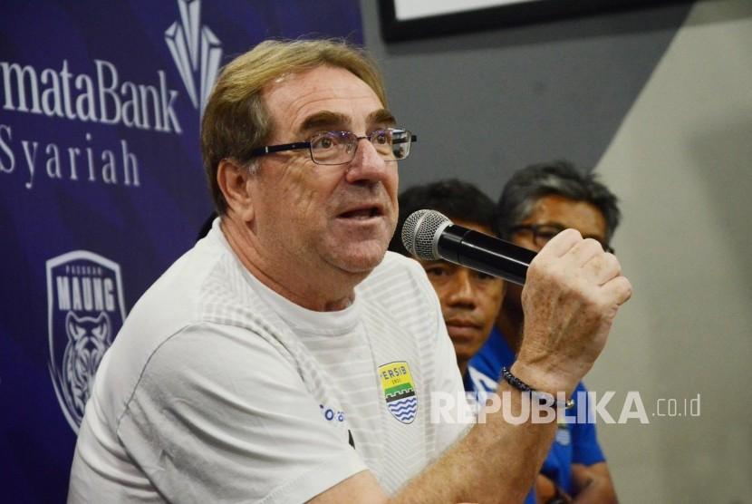 Pelatih Persib Robert Rene Alberts