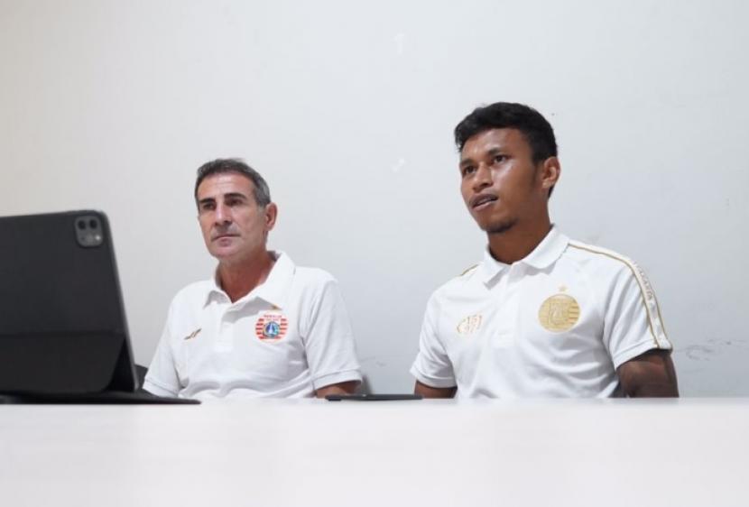 Pelatih Persija Angelo Alessio (kiri) dan Osvaldo Haay.