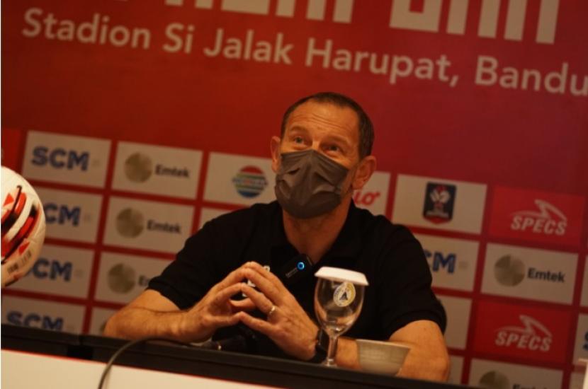 Pelatih PSS Sleman Dejan Antonic