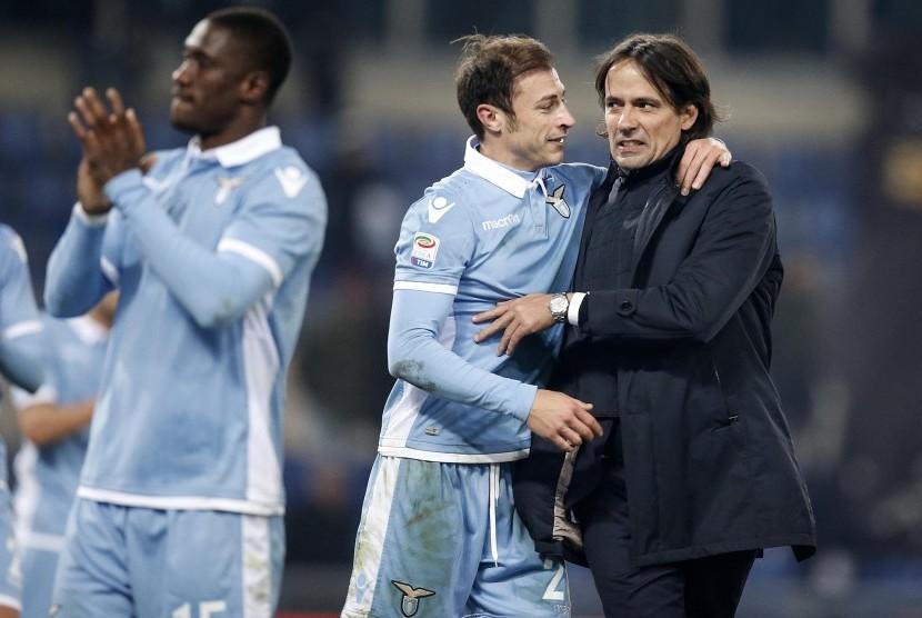 Pelatih SS Lazio, Simone Inzaghi (kanan) bersama para pemainnya di Stadion Olimpico. (ilustrasi)