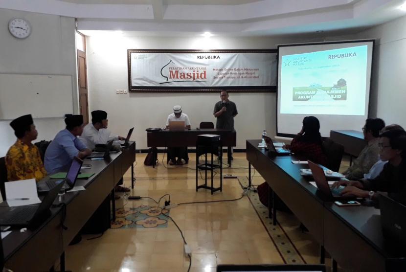 Pelatihan Akuntansi Masjid di Hotel Cakra Kusuma, Kabupaten Sleman, DIY, Sabtu (22/9).