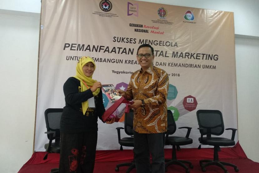 Pelatihan digital marketing untuk mendorong wirausaha perempuan.
