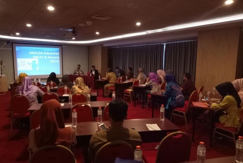 Pelatihan empowering Indonesia oleh trainer Mohamad Soleh kepada ASN Pemkot Serang.