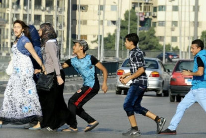Pelecehan yang dilakukan pemuda terhadap perempuan di Mesir