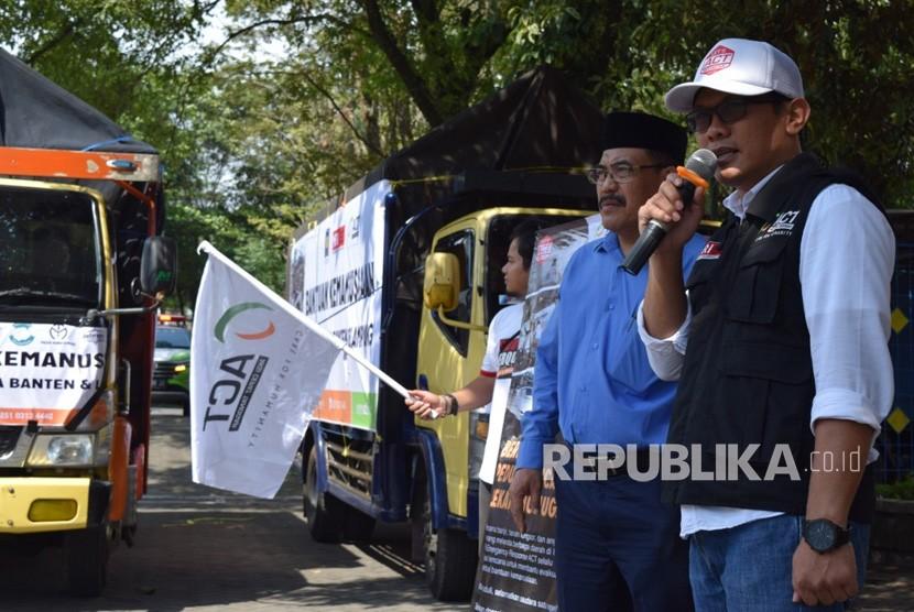 Pelepasan secara resmi truk bantuan kemanusiaan yang dilaksanakan  UII dan ACT DIY.