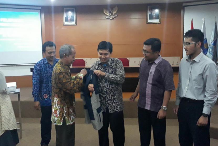 Pelepasan simbolis 10 dokter Universitas Islam Indonesia (UII) ke Timur Leste di Fakultas Kedokteran UII, Kamis (13/9)
