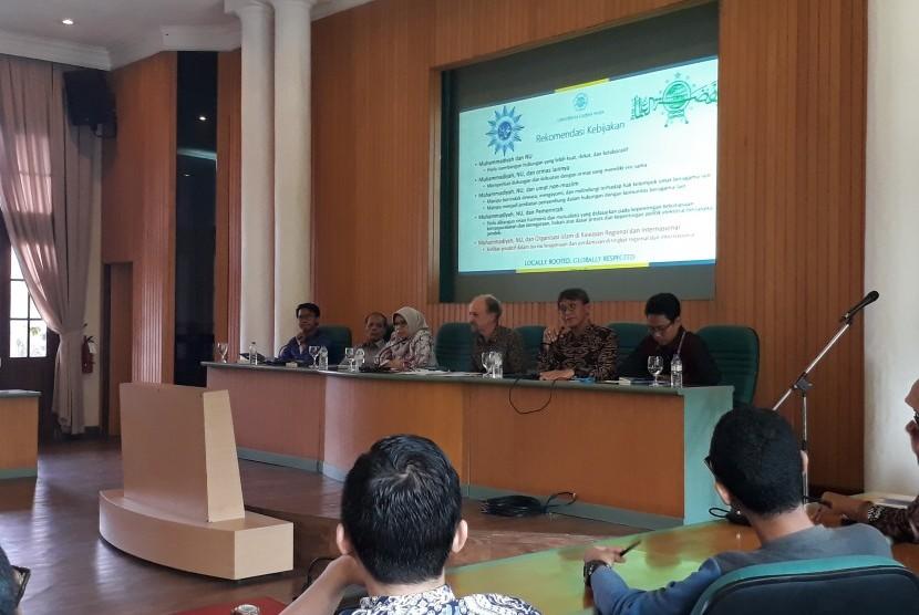 Peluncuran buku dan seminar Peran dan Kontribusi Muhammadiyah dan NU dalam Perdamaian dan Demokrasi di Ruang Mulitmedia Universitas Gadjah Mada (UGM).