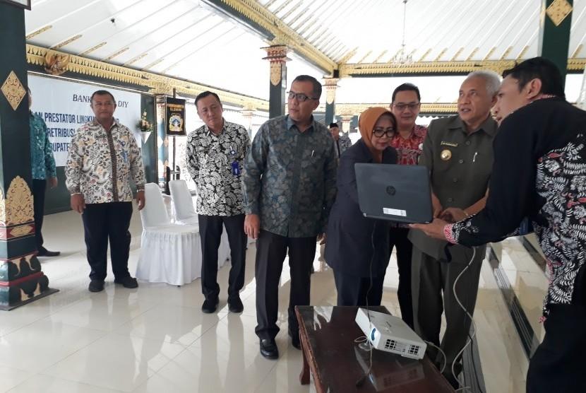 Peluncuran elektronik retribusi (e-retribusi) sampah di Pendopo Parasamya Kabupaten Sleman.