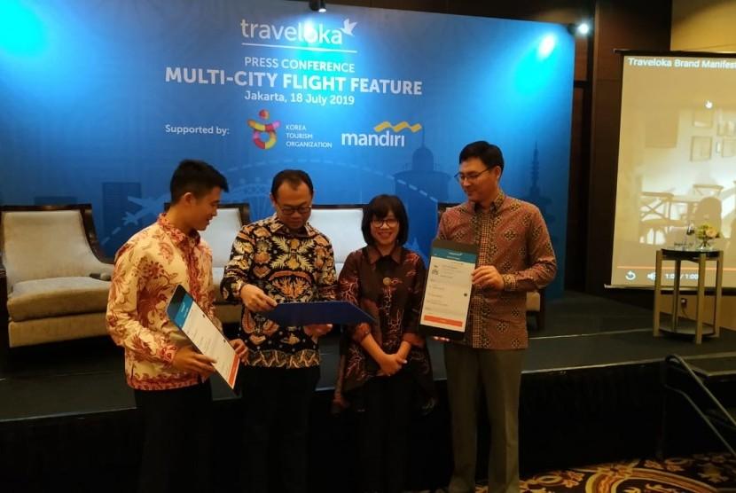 Peluncuran fitur Multi-Kota dari Aplikasi Traveloka di Hotel Fairmont, Jakarta, Kamis (18/7).