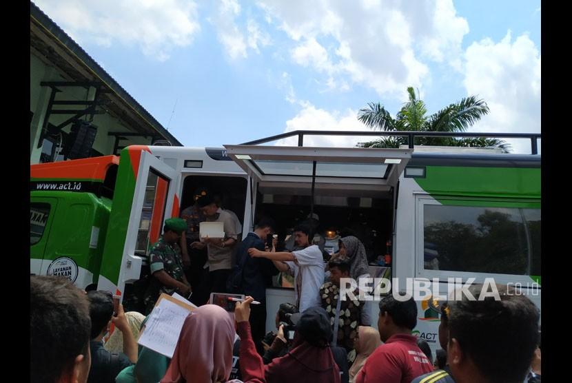 Peluncuran Humanity Food Truck 2.0 Aksi Cepat Tanggap  di Balai Kota Yogyakarta, Jumat (22/3). Food truck ini diresmikan oleh  Wali Kota Yogyakarta, Haryadi Suyuti dan Vice President ACT,  Ibnu Khajar.