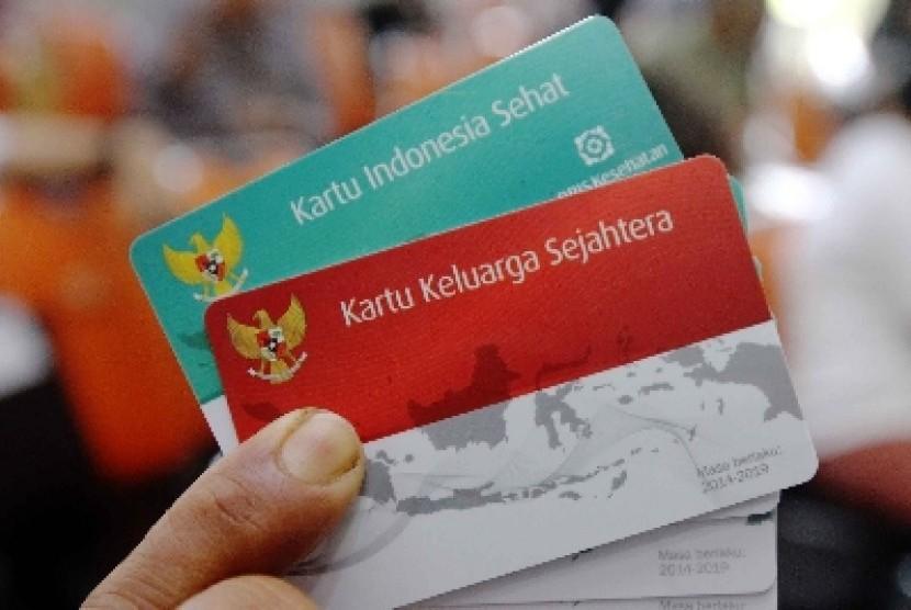 Peluncuran Kartu Indonesia Sehat (KIS(, Kartu Keluarga Sejahtera (KKS), dan Kartu Indonesia Pintar di Kantor Pos Besar, Jakarta Pusat, Senin (3/11).