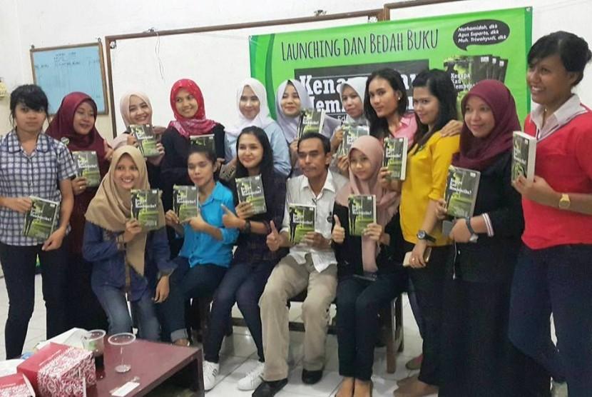 Peluncuran kumpulan cerpen karya mahasiswa Unindra Jakarta.