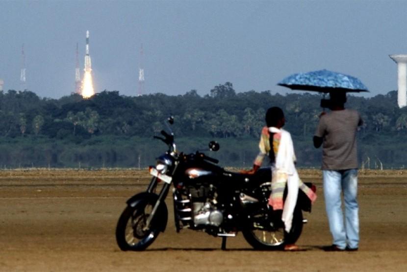 Peluncuran misi ke bulan oleh ISRO, badan antariksa India. (ilustrasi).